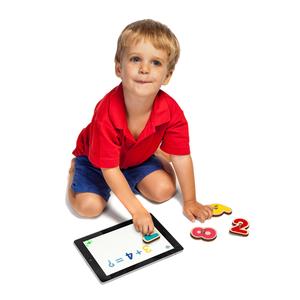 Jeu éducatif pour tablette avec les chiffres en bois